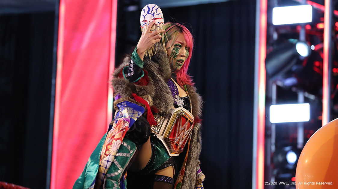 WWE ロウ【英語版】