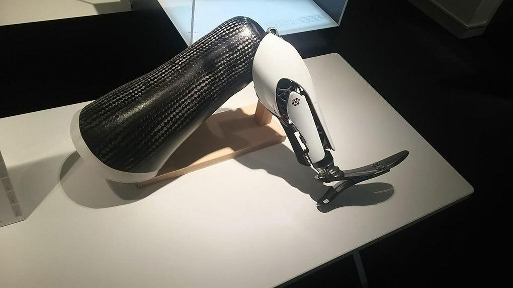 デザインされた義足カバー